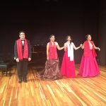 El-pianista-David-Insunza-junto-a-las-ganadoras-delconcurso-Yaritza-Veliz-Ana-Navarro-Madelene-Vazquez
