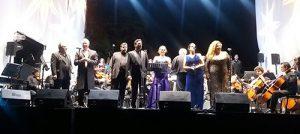 Yaritza Veliz participa en concierto en Los Domínicos
