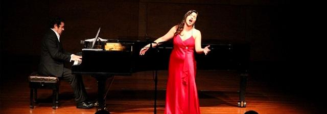 Yaritza Véliz participará en la final de concurso de canto en Francia